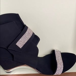 Black baby heel wedges with crystals